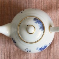 美味しい紅茶を、金彩青花金魚図紅茶ポットのサムネイル