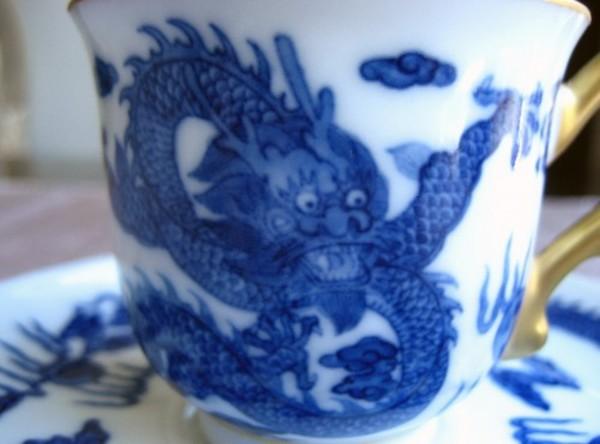 Honghai(鴻海)の魅力-青花の絵画的で書的な筆運び