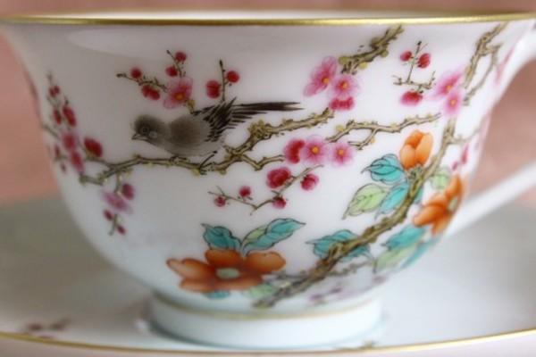 【景徳鎮の絵付け】梅-春の訪れを告げる吉祥の花
