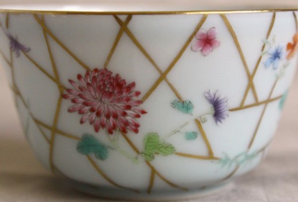 【景徳鎮の絵付け】菊-隠逸なる花、花の中の君子