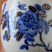 お茶本来の味わいを楽しめる本景徳鎮青花薔薇図マグのサムネイル