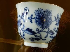 ホンハイブルー&ゴールドオニオン茶杯をショップにアップしました。