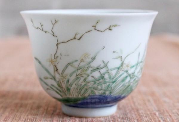 青花と老料粉彩の組み合わせが貴重な十二花神杯-蘭-