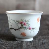 進化する本景徳鎮-桃花の紅色が美しい色絵の杯のサムネイル