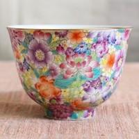 さまざまな花をすき間なく描いた美しい杯のサムネイル