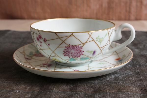 美しい花の絵付け、涼しげな氷裂文のカップ&ソーサー