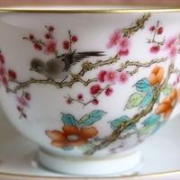 梅と山茶花で春を表す華やかなカップ&ソーサーのサムネイル