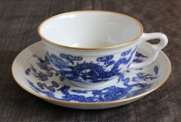 新入荷のカップ&ソーサー、画像と価格を先にご紹介します。